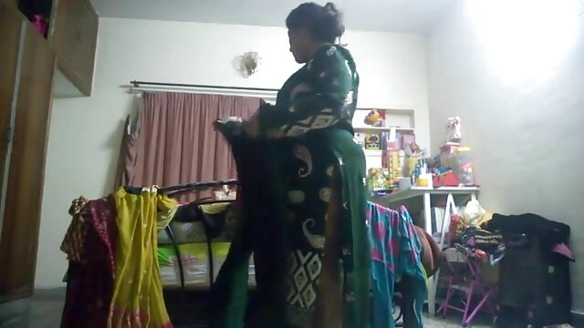Beautiful Indian mature strip porno des nains dance and show off luxurious cunt