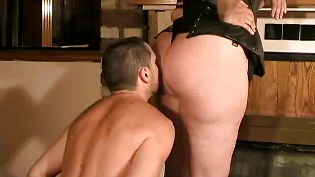 Naughty lesbian fuck of two mature blondes on the couch blanche neige et les 7 mains xxx